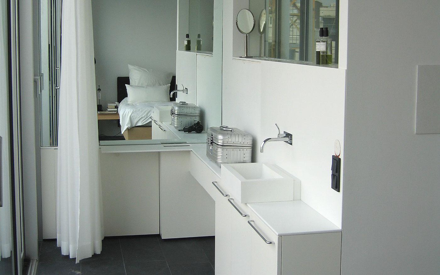 Kleines Badezimmer Tischler-Anfertigung