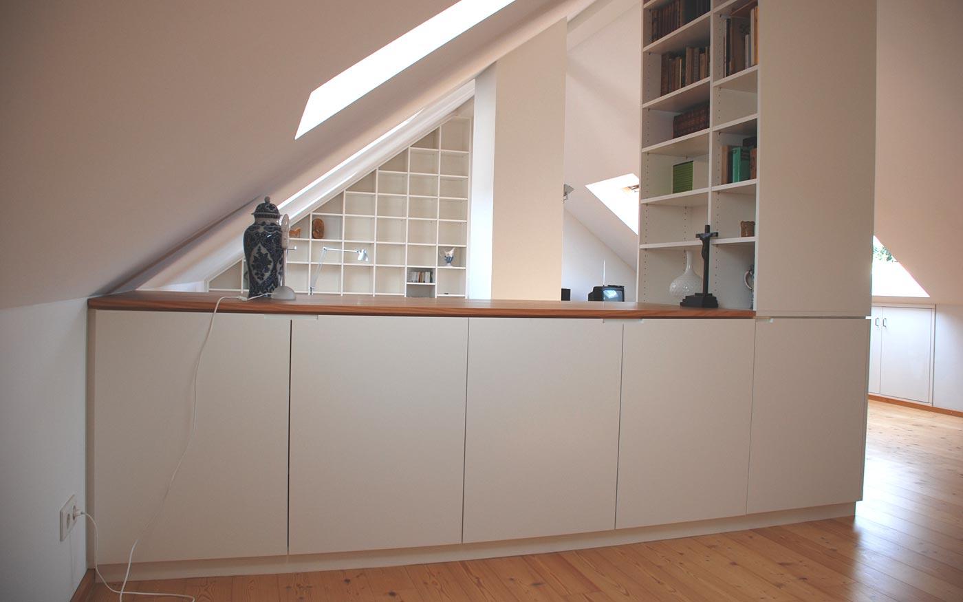 Küche in einer Dachschräge, individuell vom Tischler