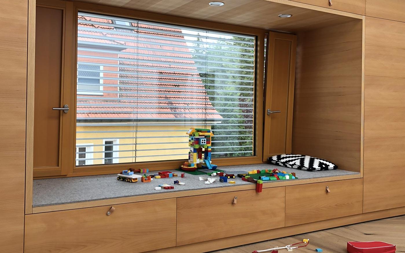 Schrankwand mit Sitz- und Spielecke für Kinder