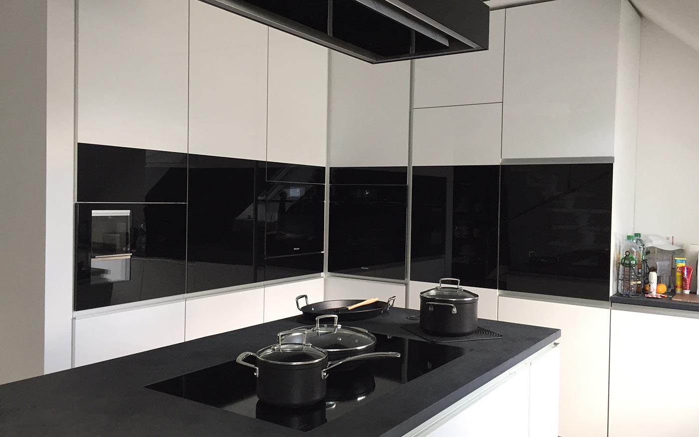 Küche in Schwarz und Weiß