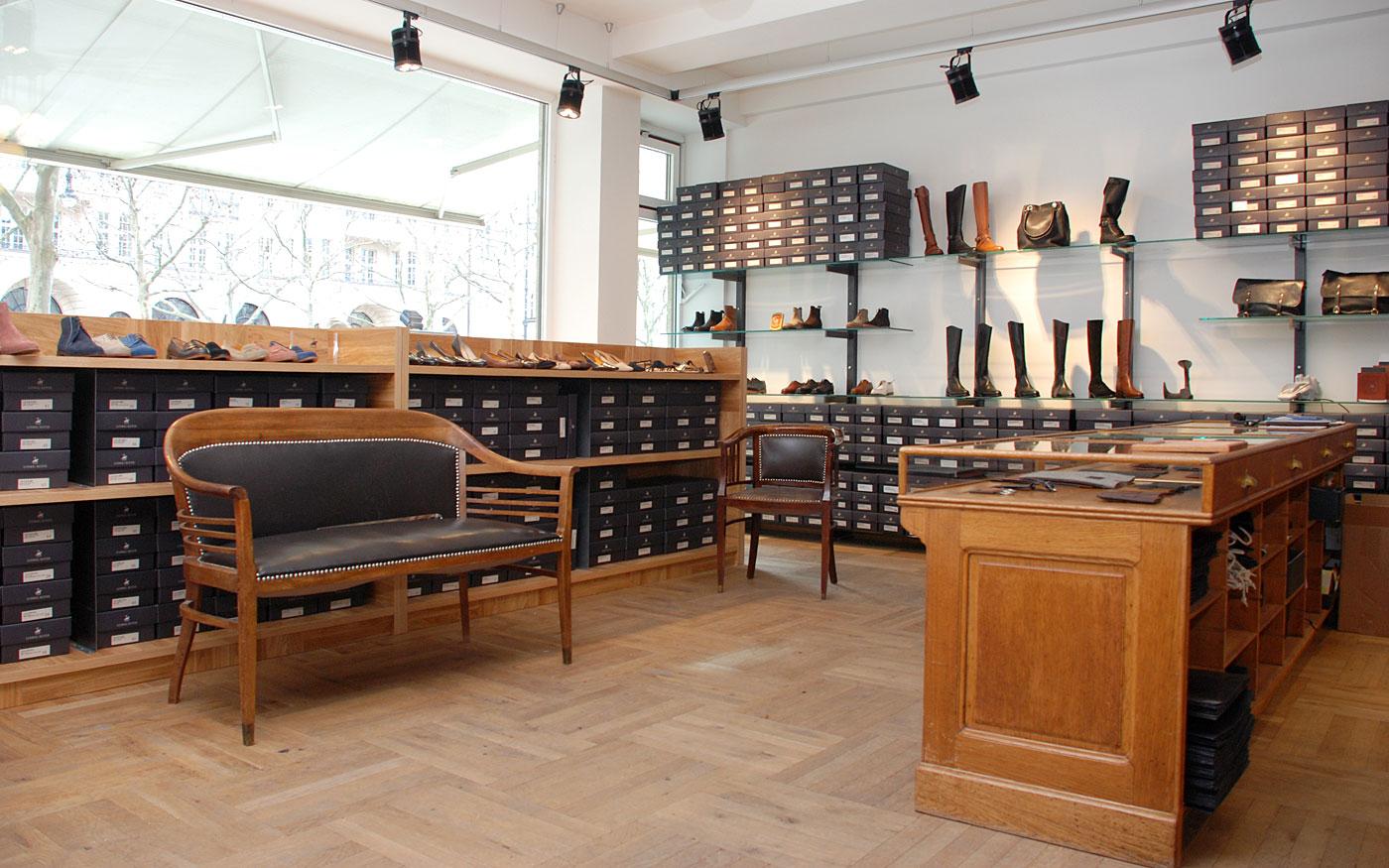 Ladenbau: Stilvolles Schuhgeschäft